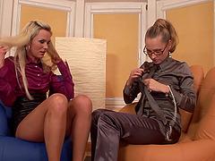 Pussu lesbiab fucker porn