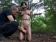 Sexy babe Elise Graves and her very first outdoors BDSM adventure