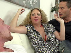 Kiki Daire has a blast during a bisexual threesome game