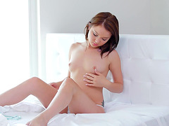 Slim babe Dakota Skye makes a cock disappear in her mouth
